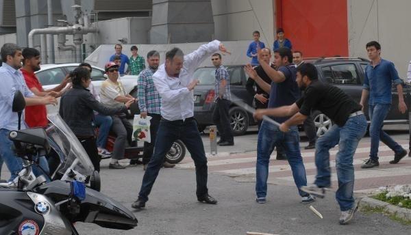 Kitap fuarı önünde 1 Mayıs kavgası
