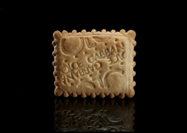 Peddy Mergui temel tüketim ürünlerini ünlü markalarla birleştirdi