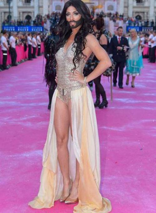 Conchita Wurst'a 'Eurovision'dan çekil' baskısı