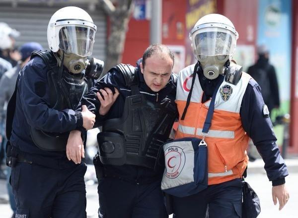 Polisler kaçarak kurtuldu!