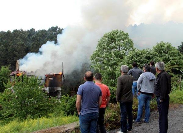 Ünlü yapımcı yanan evinde hayatını kaybetti