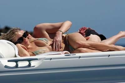Sienna Miller aşk sarhoşu