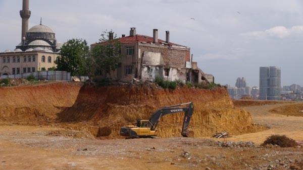 Fikirtepe'de o bina neden yıkılmadı?