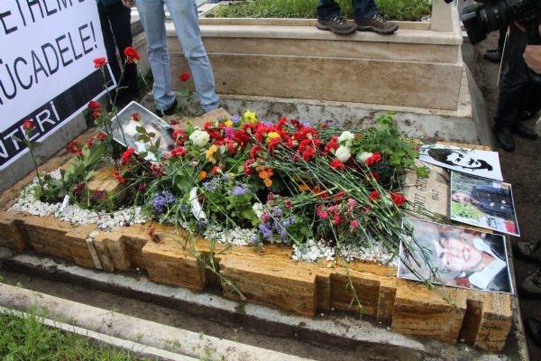 Deniz Gezmiş mezarı başında anıldı