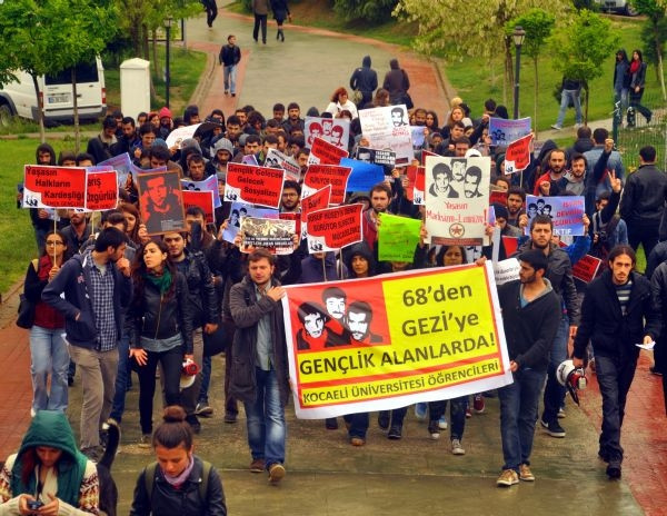 Deniz Gezmiş'i anma töreninde üniversiteliler birbirine girdi