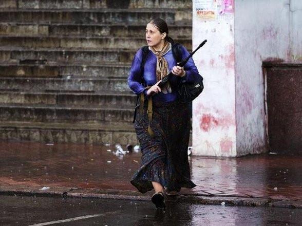 Ukrayna'da kadınlar da silahlandı