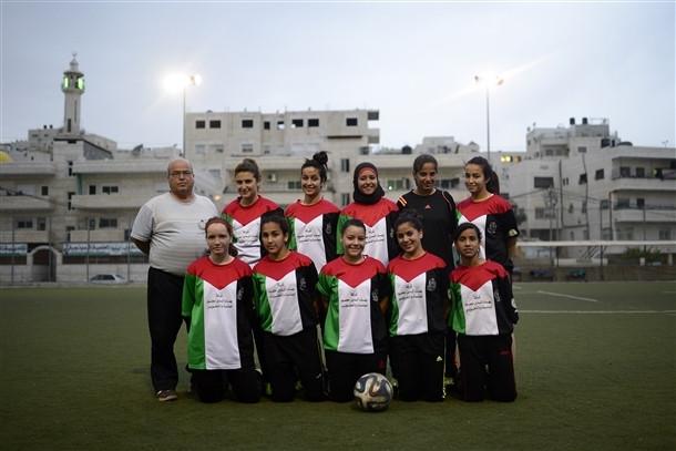 Filistinli kızlar sabah okulda akşam idmanda