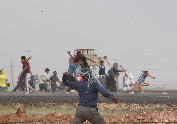 BDP'li grup Türkiye - Suriye sınırnda olay çıkardı !