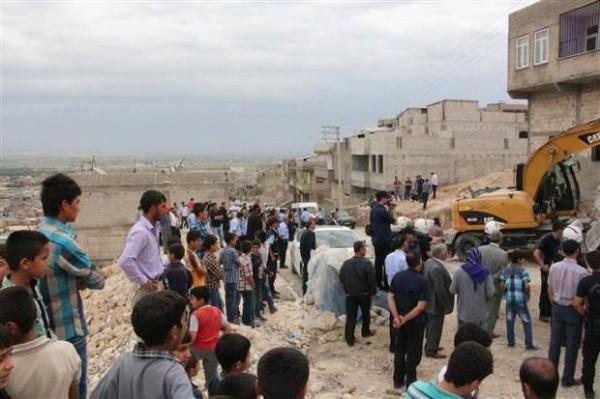 Şanlıurfa'da kaçak yapılar yıkıldı