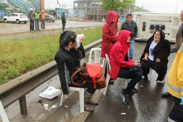 Kaza sonrası sandalyede ambulans beklediler