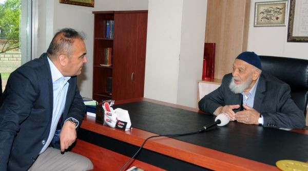 C.Başkanı Gül'ün babası hala çalışıyor