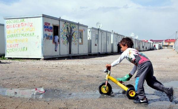 Van'da 44 aile konteynerlerde yaşamaya devam ediyor