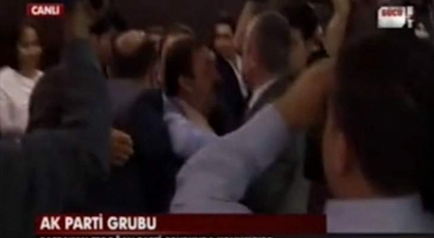 Erdoğan'a şok protesto Yaka paça gözaltı...