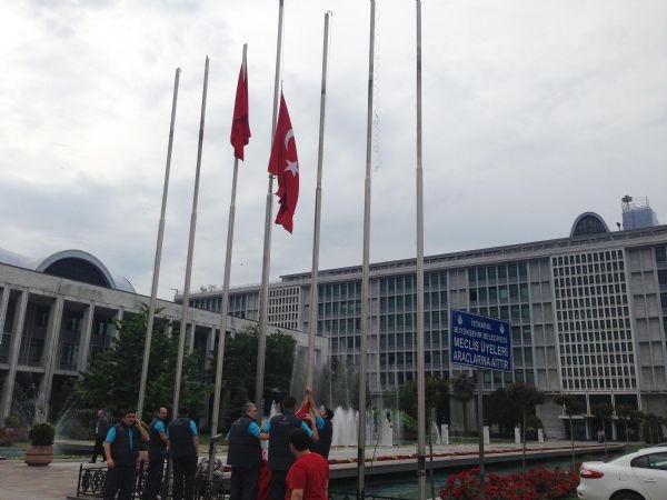 Türk bayrakları yarıya indirildi