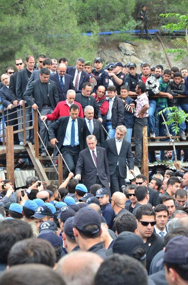 Başbakan Erdoğan'a belediye çıkışında tepki