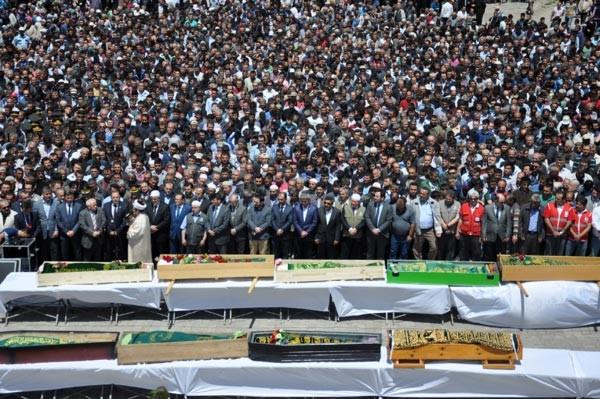 11 işçinin cenazesinden yürek yakan görüntüler