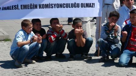 Taşeron işçilerden İBB önünde protesto