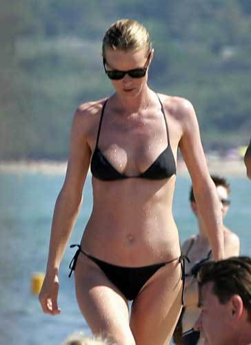 Plajda bir top model: Eva Herzigova