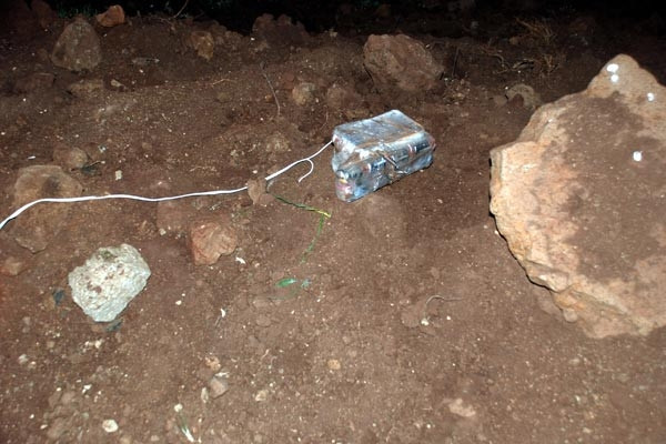 Patlayıcıya bağlı beyaz kabloyu gördü faciayı önledi