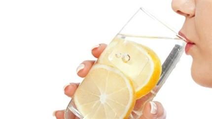 Her sabah limonlu su içmeniz için 8 sebep