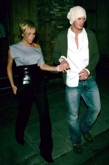 Victoria Beckham yine sutyensiz