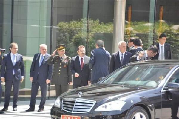Turistler Başbakan'ı böyle izledi