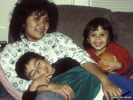Kayıp annesini Amazon kabilesinde buldu