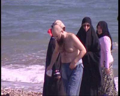 Cübbeli Ahmet cübbeyi atıp denize girdi!