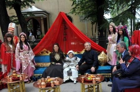 Vali Yardımcısı'ndan oğluna cami avlusunda sünnet düğünü