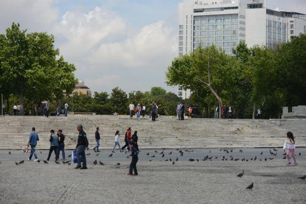 Kadın polislerden 'Taksim selfie'si