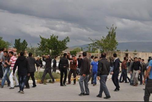 MHP'liler ile CHP'liler kavga etti !