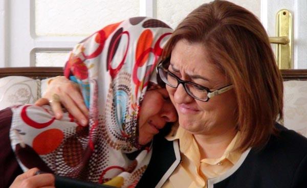 Fatma Şahin, PKK'nın kaçırdığı kızın ailesini ziyaret etti