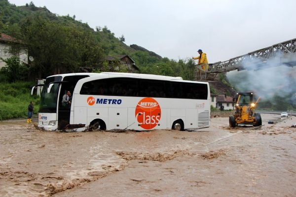 Bolu - Zonguldak karayolu ulaşıma kapandı!