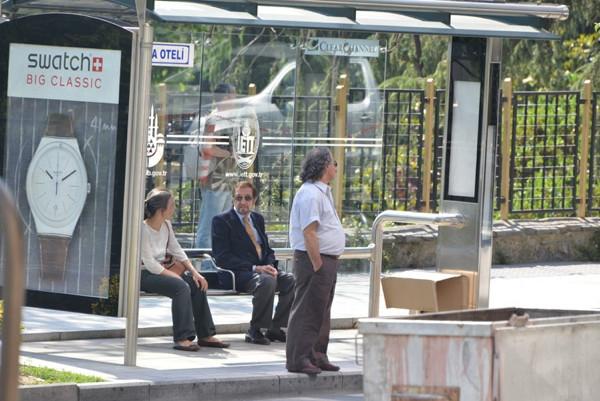 Otobüs bekledi