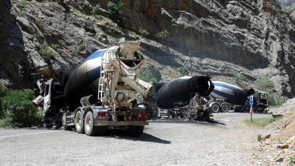 Yol kesen PKK'lılar 5 aracı yaktı, 6 kişiyi kaçırdı
