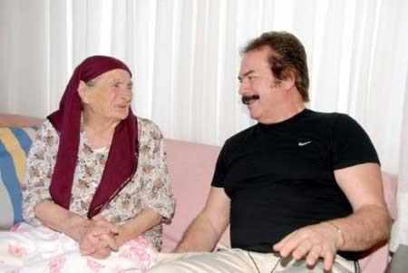 Orhan Gencebay ve annesi