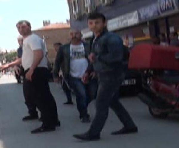 Polis her yerde O'nu arıyor