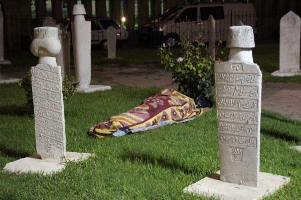 Güreş sevgisi mezarlıkta yatırdı