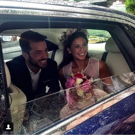 Yeni evliler tatilde