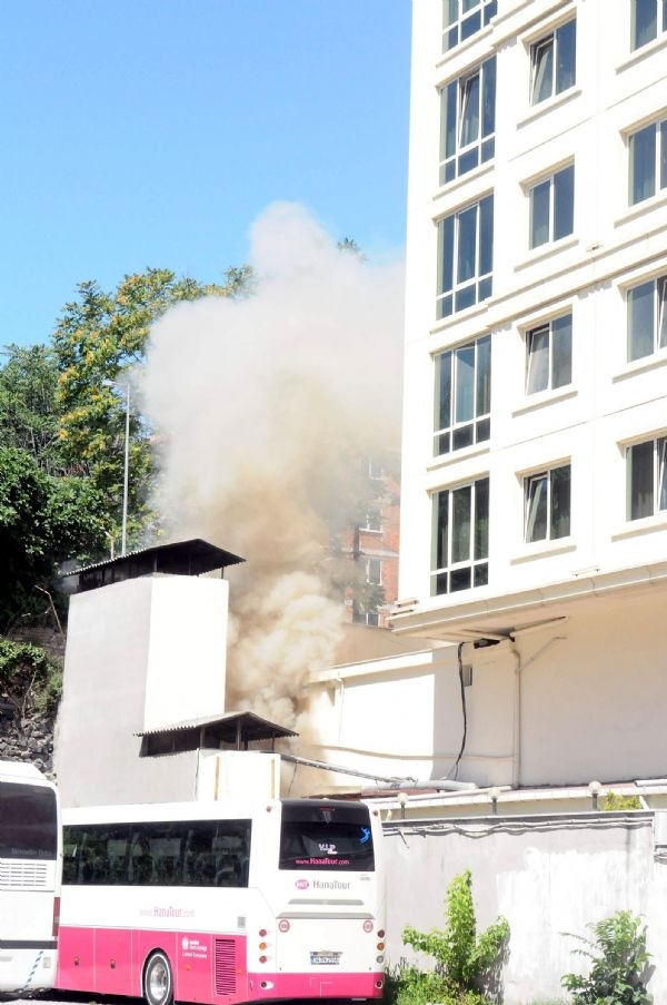 Fatih'te 5 yıldızlı otelde yangın paniği!