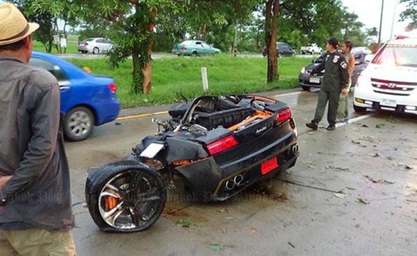 Lamborghini Gallardo böyle ikiye bölündü!