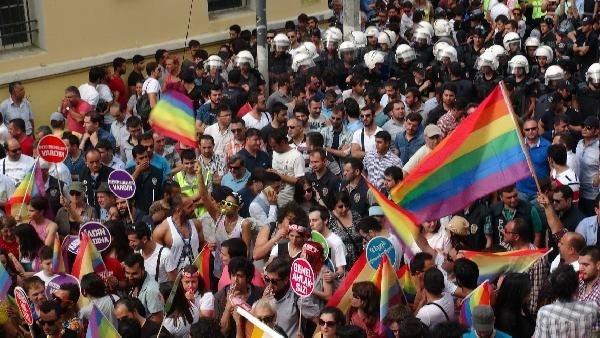 İstiklal'de LGBTİ onur yürüyüşü