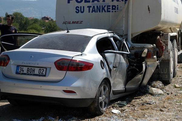 Hurdaya dönen otomobilde 4 kişi öldü!
