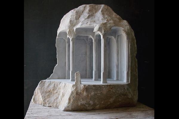 Aslında sıradan bir taş