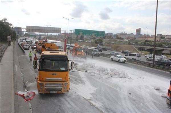 İstanbul'da kaza trafiği kilitledi