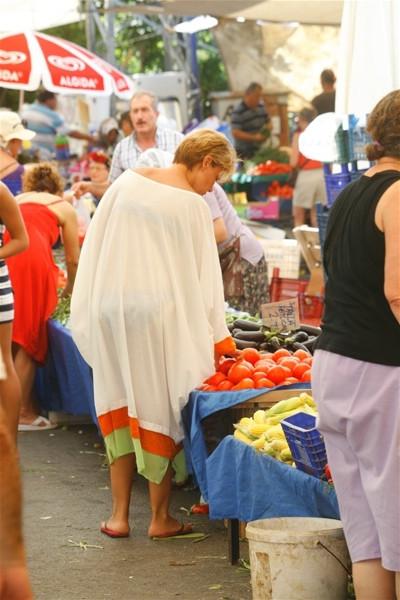 Gülben halk pazarında!
