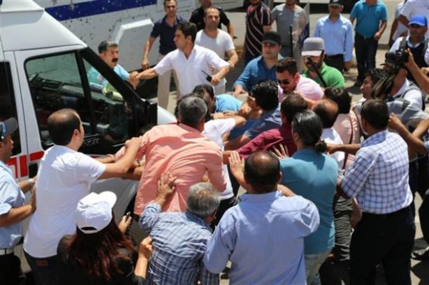 Diyarbakır Belediyesi'nde gergin anlar