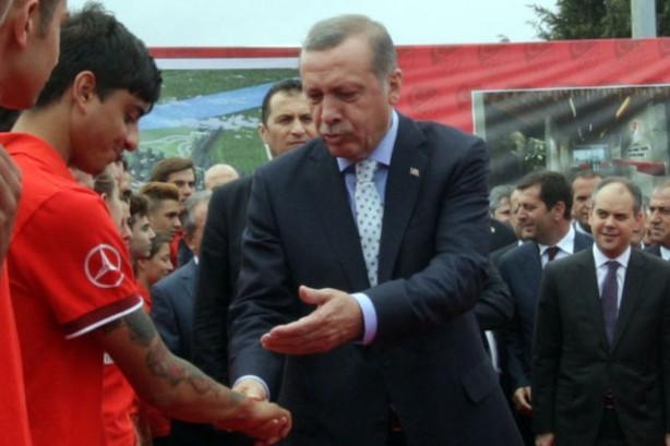 Başbakan Erdoğan'dan dövme eleştirisi