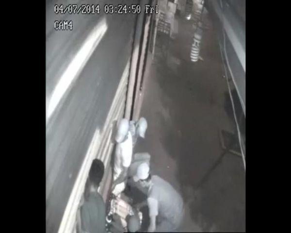 Hırsızları komşu yakalattı