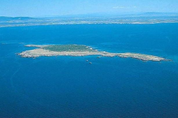 Akdeniz'de satılık ada